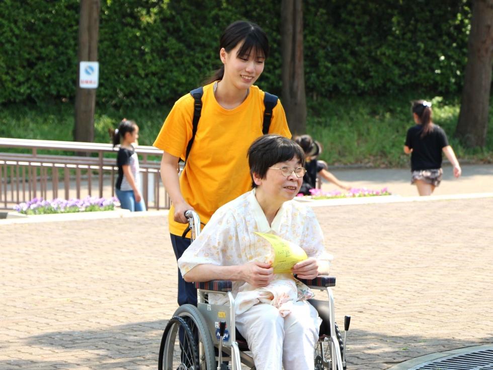 キャンパスライフに5月:障害者音楽祭ボランティアの様子を更新しました。